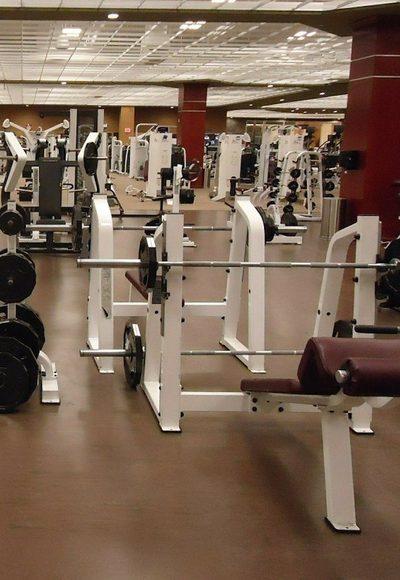 ...gibt es Fitnessstudios?