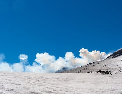 Rauchringe über Vulkanen?